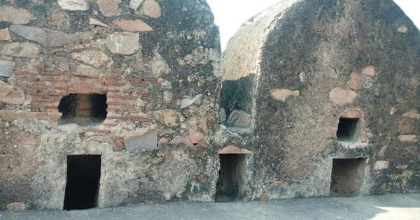 Jhansi Fort Walls