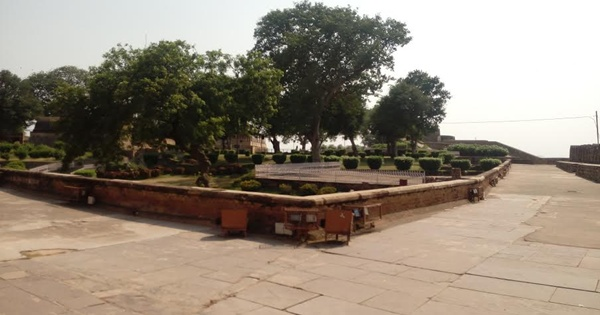 Samadhi of Martyrs at Jhansi Fort