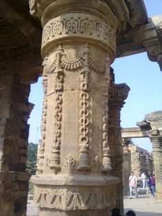 Bell and Chain Motif on Temple Columns